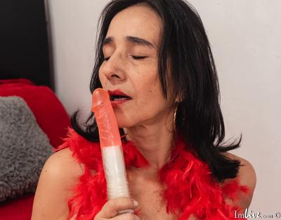 Lilihotts, 50 – Live Adult cam-girls and Sex Chat on Livex-cams