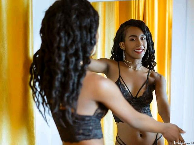 Watch  NairaFox live on cam at ImLive